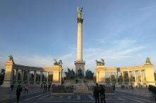 布达佩斯 - 英雄广场,国家重要庆典、活动的地方,与城市公园相邻。