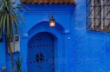 蓝色迷城-舍夫沙万  山城舍夫沙万位于摩洛哥北部。据说当地人们为了防蚊,把全部的房子甚至道路都漆上了