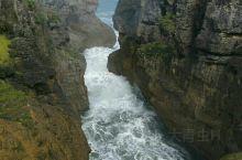 看大自然的鬼斧神功。新西兰千层岩。