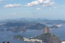 耶稣山又名驼背山、基督山,正式名为科科瓦多山,位于巴西第二大城市里约热内卢,山丘位于海拔2310尺,