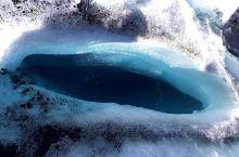 马塔努斯卡冰川 冰川距离安克雷奇约160公里; 冰川是活的,每天前进大约0.3米; 这么好的景物,竟