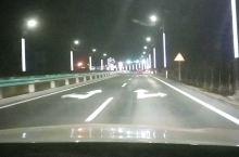 克拉玛依市乌尔禾区,高速路入口,变幻的彩色路灯,好看!