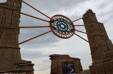 新疆克拉玛依,魔鬼城,黑油山。