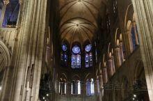 巴黎圣母院 有幸在大火之前到了巴黎圣母院参观 神圣的地方 让人敬仰的地方 外面的建筑充满了欧洲文化的