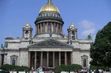圣以撒广场是圣彼得堡的一个重要广场,位于马林斯基宫和圣以撒大教堂之间,圣以撒大教堂将其与枢密院广场分