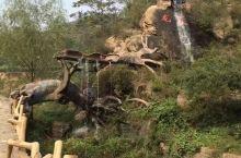 灵寿秋山原生态自然风景区位于河北省灵寿县境内,西临腾龙山景区,北连横山湖旅游度假区,南