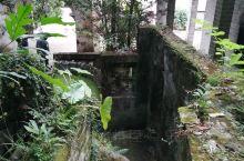 陆川县的谢鲁山庄据说是根据《嫏嬛记》中描述的神仙洞府和《红楼梦》的模式,效仿苏州园林,依山势跌起而建