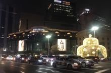韩国的免税店真的是各种人山人海啊 和朋友想着去溜达溜达 一大早进去就看到各种大排队大长龙 特别是雪花