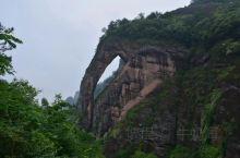 象鼻山地质公园的主要景观是一个巨大的岩体就婉如大象巨大的鼻子特别壮观,可以在象鼻山上观景,如能到象鼻