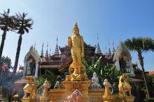 周末休息,来版纳总佛寺拜佛总佛寺是西双版纳佛教信徒拜佛的中心,也是西双版纳佛寺中等级最高的佛寺。 总