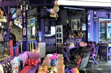 童话餐厅  朋友,你听说过童话餐厅吗?在祖国宝岛台湾清境有一家别具一格的餐厅,满目紫色的童话世界,在