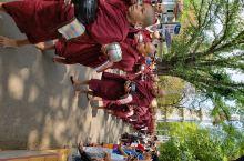 """缅甸,被称为""""佛塔之国""""。作为缅甸第二大的城市曼德勒的夜景迷人。佛学院的僧人排队前往餐厅吃饭也是一到"""