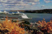 【魁北克秋景】 加拿大魁北克是北美洲唯一一座拥有城墙的城市,位于圣劳伦斯河与圣查尔斯河汇合处。 魁北