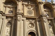 格拉纳达大教堂的午后,细节决定一切都是美好的,教堂的钟声响起归家的声音,雕塑作品的特点就是这样吧,这