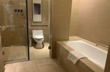 #鹤山方圆福朋喜来登# 今年新开的酒店,酒店很大,房间很大,床偏软很舒服,有个小露台,早上起来可以到