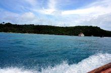 皮皮岛附近海域有一座小岛叫竹子岛,他也被称为百岛。因为在这座海岛上长满了密密麻麻的竹子,这在海上是绝