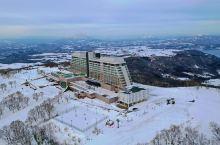 北海道洞爷湖温莎度假酒店,夜幕低垂、夕阳无限美好,作为坐落山顶的唯一酒店,远眺羊蹄山、西临太平洋,东