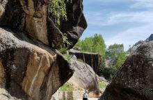 可可托海,位于新疆富蕴县,额尔齐斯河从此流过,是典型的峡谷景观。景区游览基本上是乘坐游览车,全程基本
