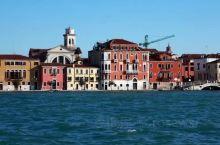 """威尼斯是意大利东北部著名的旅游与工业城市,也是威尼托地区的首府。被称作""""亚得里亚海明珠"""",堪称世界最"""