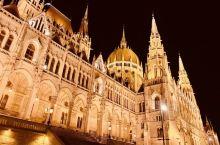 夜幕下的多瑙河(夜游布达佩斯多瑙河。多瑙河是欧洲第二大河,次于俄罗斯的伏尔加河,发源于德国黑森林地区