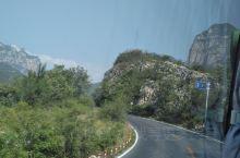 从云台山山脚下乘坐大巴,前往茱萸峰,准备一览众山小……