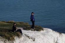 白崖 也叫七姐妹 英国与法国一海之隔的地方 从白崖上可以看到海对面的法国 自然环境优美 如果一早去