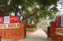 印度 阿格拉HOTEL SHEELA 位于泰姬陵东门附近,安静的客栈 我们是早上坐火车抵达达阿格拉。