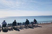 尼斯的蓝色海岸十分喜欢,为躲避疫情,我们从巴黎一路下来,走了很多城市,唯一让我们留恋的就是尼斯!在这