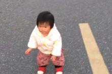 《来自杭州的诱惑:小乖乖开始学走路……》  我是孤独浪子,希望我的拍拍让您有所收获。 漫游神州31载