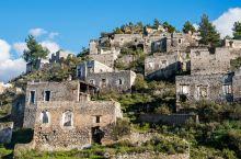 土耳其神秘石头村,依山而建如空中城堡