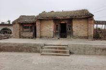 药方洞在龙门西山奉先寺和古阳洞之间,开凿于北魏晚期。窟门两侧所刻之古代药方,共一百四十多个。药方中提