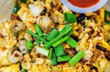 【美食攻略】 推荐菜品: 愉园茶室:想在一家店遍尝槟城的代表美食,就必须来这里。大马的餐馆和国内不一