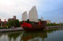 在澄海的樟林古港听老人讲述当年出洋求生的故事,看到红头船(红头代表广东船,据说不同地方用不同颜色的船