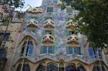 """巴特罗之家,巴塞罗那格拉西亚大街最美私宅?  高迪的灵感来自于加泰罗尼亚的一个美丽的传说:""""很久很久"""