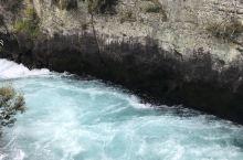 从Matamata驱车1.5小时,我们来到了位于Taupo的胡卡瀑布Huka Falls。也就是著名