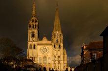 供奉圣母衣物(第五张照片)的教堂。内外部雕刻精美,教堂的内部装饰,从地面到天顶,无不向我们传达着神的