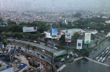 雨中的雅加达,有点热,有点闷