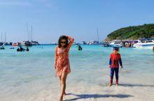 普吉附近的小岛跳过几个,这次第一跳选择了皇帝岛,真的很赞,虽然开放的沙滩面积不是很大,但海水清澈透明