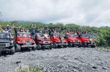 Gungung Merapi 默拉皮火山:默拉皮火山是一处活火山,最后一次喷发是2010年11月五号