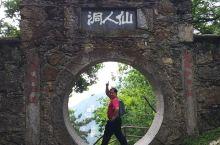 锦绣谷,滿途锦绣,其位處庐山崖边,是一條風景優美之观景步道,全程约四公里,一步一景,景景驚奇,是遊覽