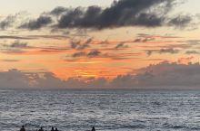日落着,追赶太阳的瞬间,见漫天艳彩飞舞,出神入化,赞叹地球母亲的美丽动人!跳舞兰,多姿多彩。
