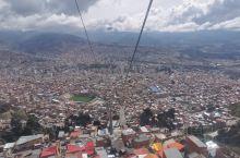 玻利维亚-La Paz,海拔4000多米,缆车线路环绕整个山城,可以制高一览无余整个城市,很漂亮,很