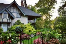 世界七大童话小镇之一的尼亚加拉湖滨小镇,距多伦多约两小时路程,被誉为加拿大最美小镇。 这个鲜花围绕的