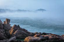 """罕见的平流雾仙境,胶东半岛最东端的成山头不负""""仙境海岸""""的盛名~若有机会,盛夏避暑寻来至此,一定等到"""