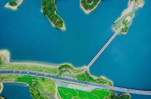 千岛湖隐藏的美:桥上总有你意想不到的风景!千岛湖的美有多面性,其中让人难以忘怀的一面,便是那桥上的景