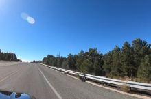 美国西部自驾必去的最美小镇之一其中一定有威廉姆斯 威廉姆斯小镇是美国著名的66号公路主题小镇,这里到