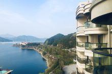 千岛湖秀水度假酒店,无敌湖景房哦!很赞,房价这时候并不贵,真的是超值了!不仅能看到千岛湖美景,这时正