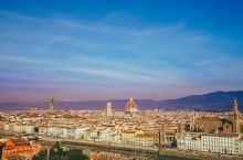 米开朗琪罗广场旅拍指南: 佛罗伦萨的米开朗琪罗广场最佳拍摄时间是清晨太阳刚出来的时候,与傍晚夕阳西下
