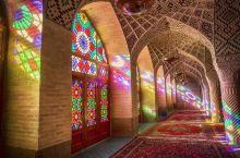 粉红清真寺的外墙精美、繁复,关于这个图案是有个故事的,据说游牧民族的突厥人和阿拉伯人本身都没有建造清