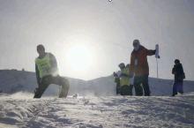一个拍摄任务机会去阿勒泰将军滑雪场拍摄,那里有古老的马毛滑雪板,有游牧的哈萨克族~~~
